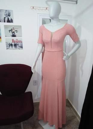 Vestido de festa chiquérrimo rosê em malha crepe texturizada bojo fenda e forro