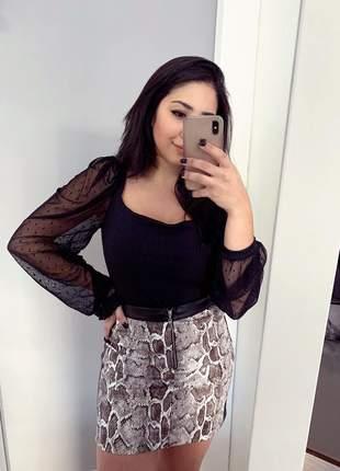 Blusa manga bufante princesa longa em tule preto