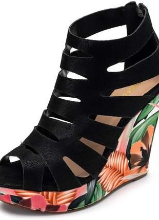 Sandália anabela preta salto plataforma estampa color salmao