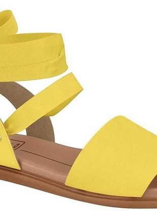 Sandália feminina moleca rasteira de amarrar no tornozelo com laço amarelo