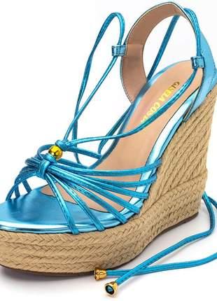 Sandália anabela tiras finas amarrar na perna azul claro metalico
