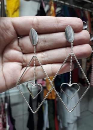 Brinco losango com pingente coração em prata