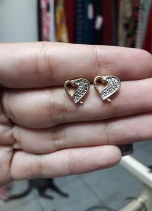 Brinco pequeno coração folheado a ouro
