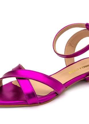 Sandália rasteira bico fino tiras cruzadas rosa pink metalizado fivela