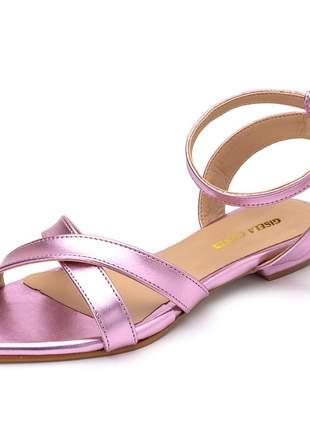 Sandália rasteira bico fino tiras cruzadas rosa metalizado fivela