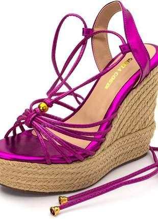 Sandália anabela tiras rosa metalica amarrar na perna