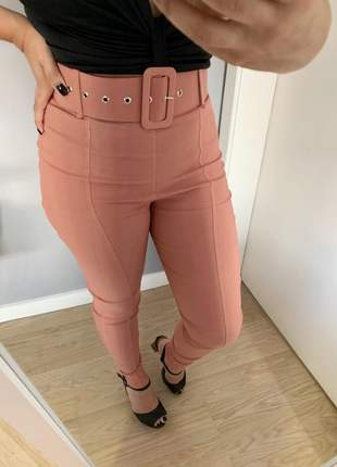 Calça com cinto forrado cintura alta rose frete grátis