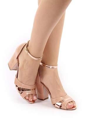 Sandália salto bloco nude com cobre