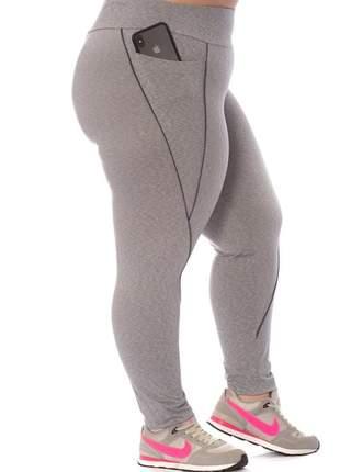 Legging plus size fitness com bolsos