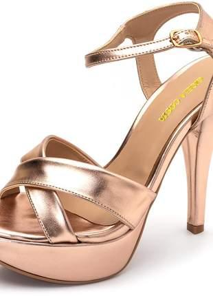 Sandália feminina meia pata tiras cruzadas rosê metalizado