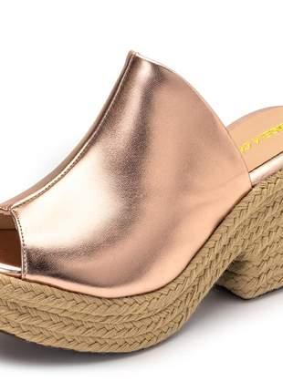 Sandália tamanco rosê metalizado salto grosso corda