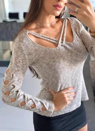 Blusa feminina em mangas vazadas em tricot com detalhes linha outono inverno