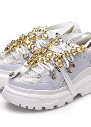 Tênis sneakers chuncky recortes branco pedras strass dourado