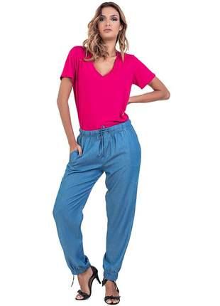 Calça jogger jeans leve com elástico cintura e barra