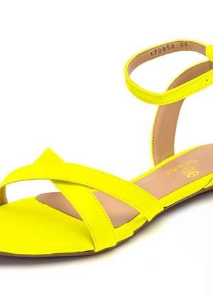 Sandália rasteira aberta tiras em napa amarelo neon