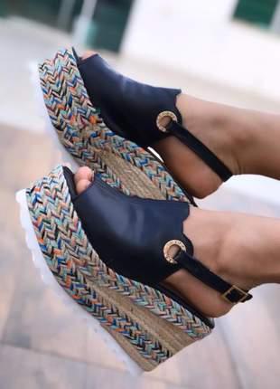Sandália plataforma solado colorido