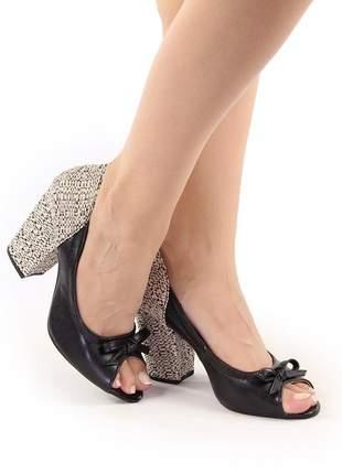 Sapato peep toe salto grosso preto / ráfia