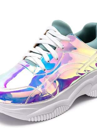 Tênis sneakers chunky metalizado holografico detalhe azul
