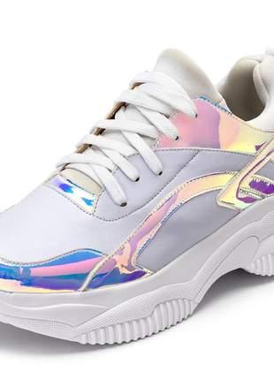 Tênis sneakers chunky branco recortes metalizado holografico