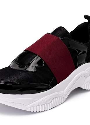 Tênis sneakers chuncky elástico preto com verniz preto e dourado