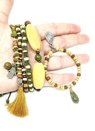 Pulseiras e brincos com madeira e pedras naturais de unakita