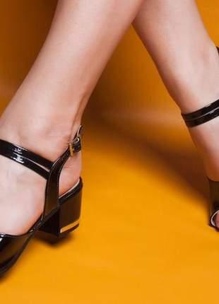 Sandália feminina  salto grosso bloco