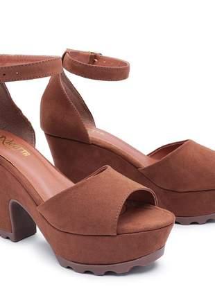 Sandália salto alto grosso tratorada