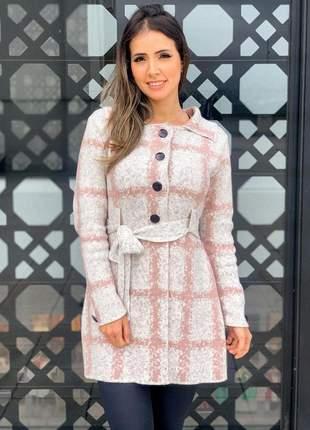 Casaco de mousse tricot xadrez com faixa amarração.