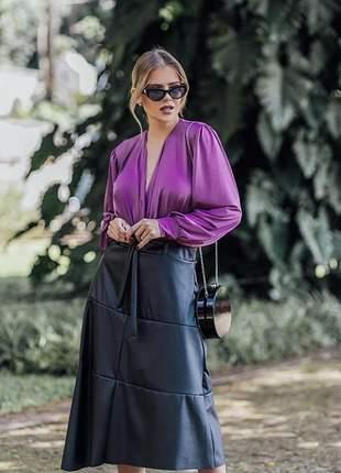 Conjunto de saia couro eco e blusa acetinada sedinha