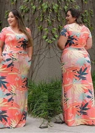 Vestido longo plus size com ajuste na cintura manga curta viscolycra
