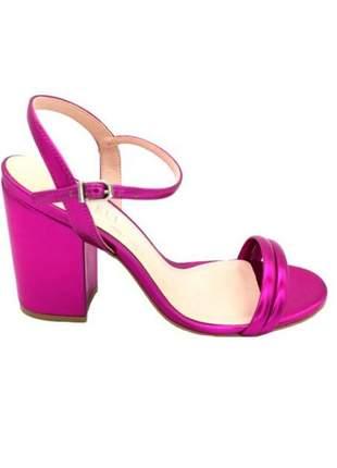Sandália salto bloco pink metalizada