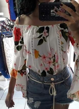 Blusa ciganinha estampada floral manga flare
