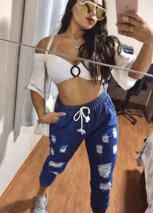 Calça jeans jogger boyfriend feminina rasgadinha lançamento