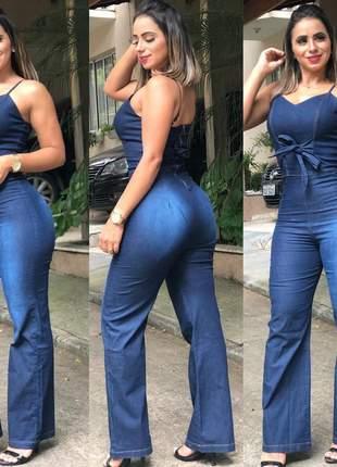 Lindo macacão em jeans longo feminino com alça e laço