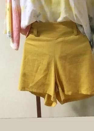 Shorts de linho mostarda