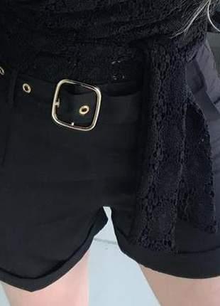 Shorts preto com cinto