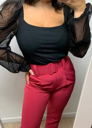 Calça social feminina alfaiataria com cinto encapado forrado hibisco vermelho