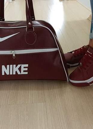 Tênis e bolsa luxo