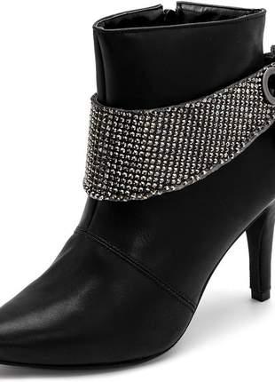 Bota bico fino salto alto fino preto com detalhe strass