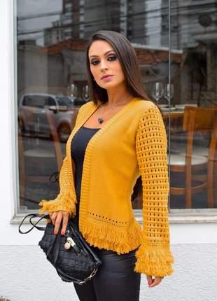 Casaquinho de tricot com franjas