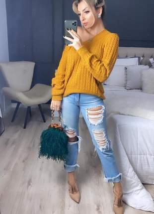 Blusa tricot manga longa com correntes na parte de trás.