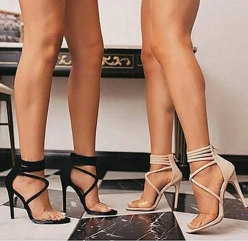 8372c1f4e1 ... Sandálias femininas salto fino 10 cm frente em transparência2 ...