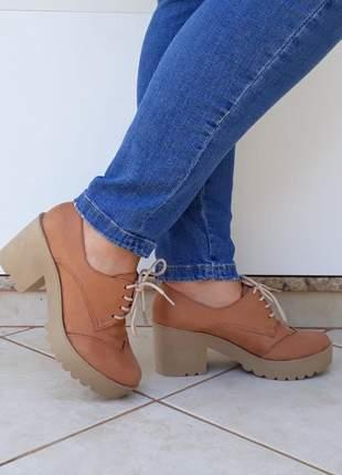 Sapato oxford feminino salto alto grosso tratorado caramelo areia