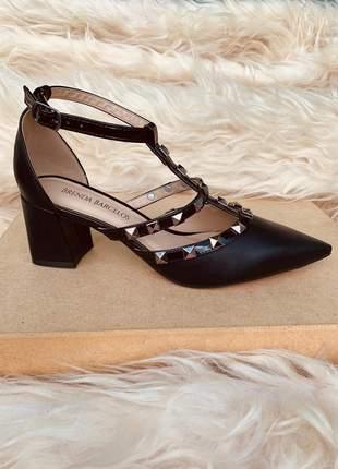 Sapato scarpin valentino preto fosco salto baixo bloco spikes festa
