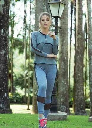 Conjunto fitness com zíper e bolso