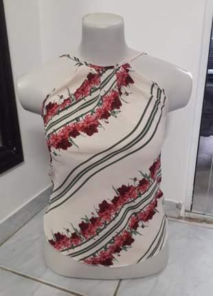 Blusa regata de alcinha estampada floral com decote nas costas