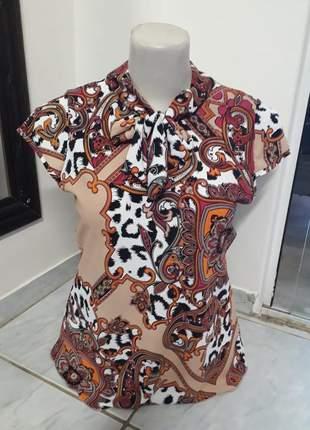 Blusa plus size de manga estampada com amarração no decote comportada moda evangélica