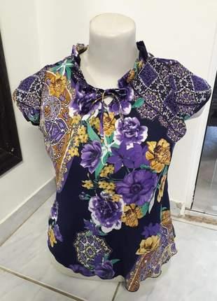 Blusa com decote pregueado de manga estampada floral comportada moda evangélica