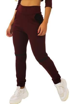 Calça feminina detalhe ziper joelho e bolso marsala