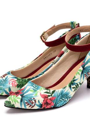 Sapato scarpin feminino salto baixo fino floral branco fivela